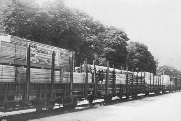 Holztransport von früher mit dem Zug der Firma Schaffer Holz